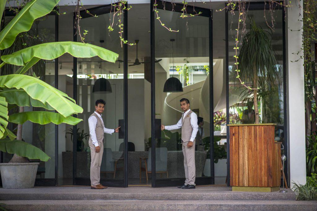 Hotel-entrance-1-1024×683